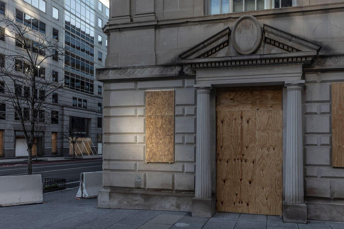 15 de janeiro: Como proteção contra possíveis tumultos e manifestações, comerciantes do centro de Washington D.C. ...