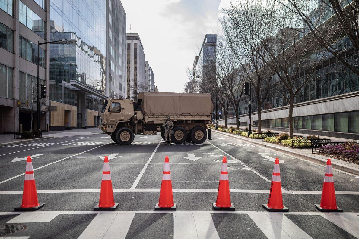 15 de janeiro: Diversas ruas de Washington, D.C. do entorno do Capitólio e do National Mall ...
