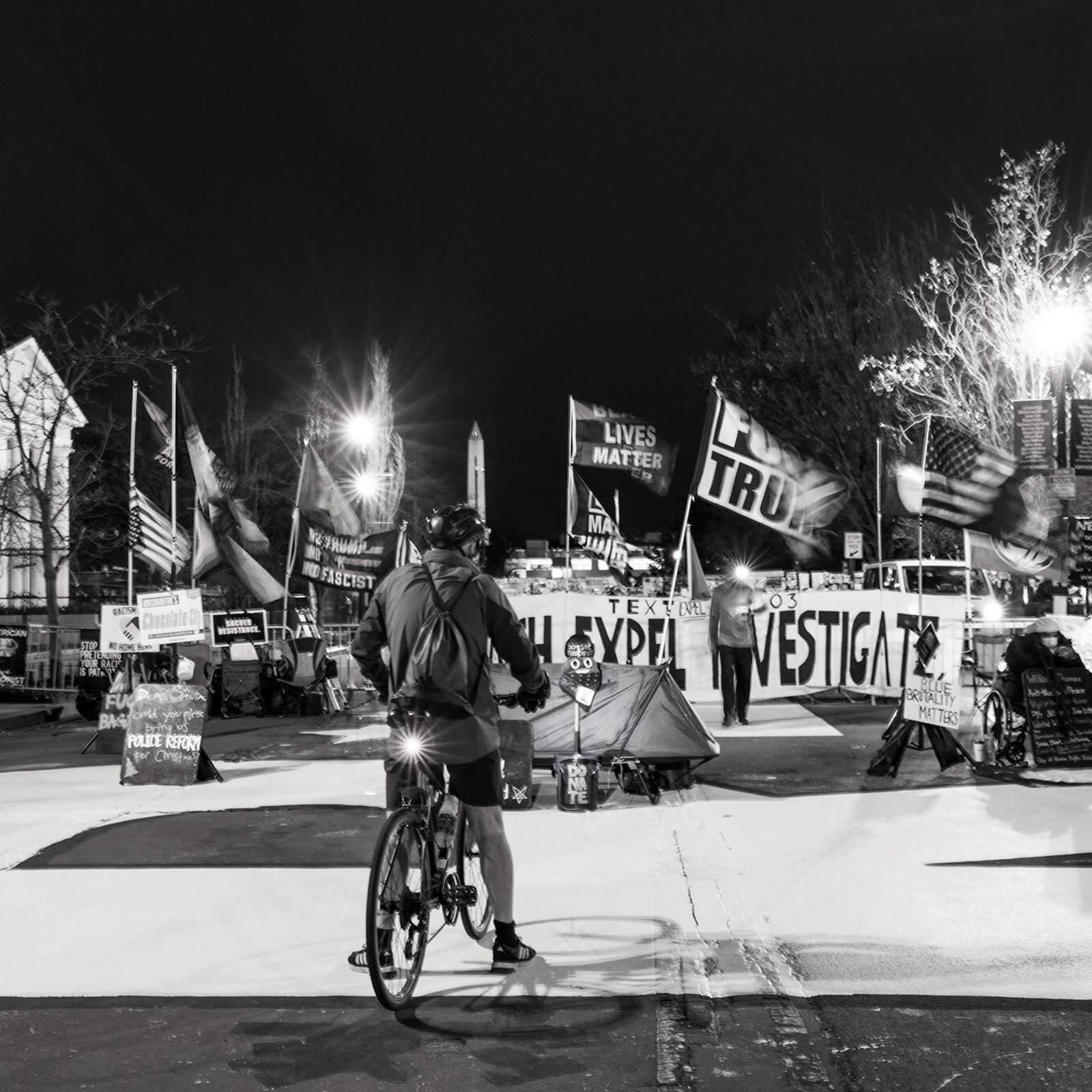 16 de janeiro: Com bandeiras tremulando e música ecoando, a praça Vidas Negras Importam – parte ...