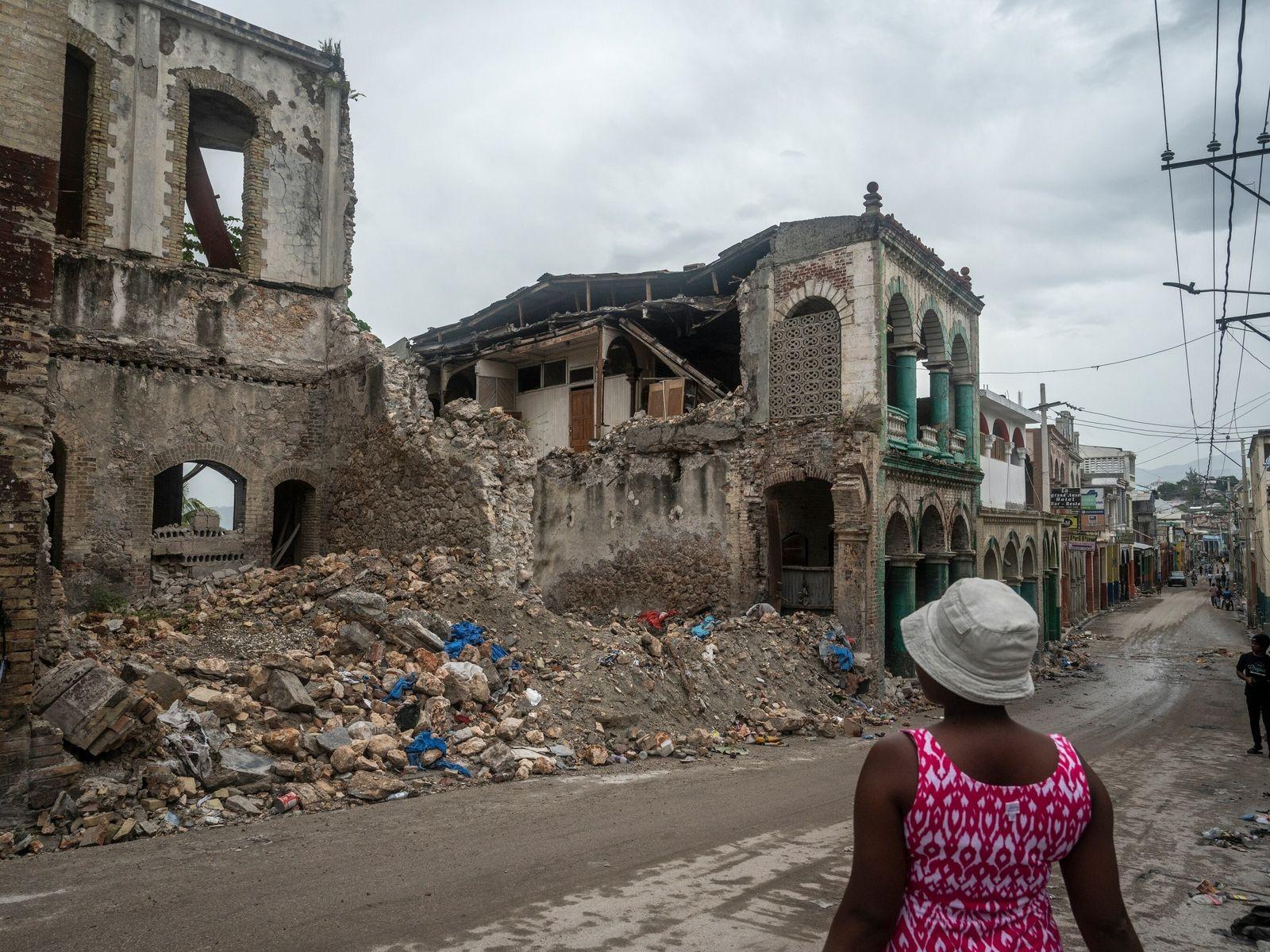 Na cidade de Jeremias, antigas construções coloniais desabaram durante o último terremoto de magnitude 7.2 no ...