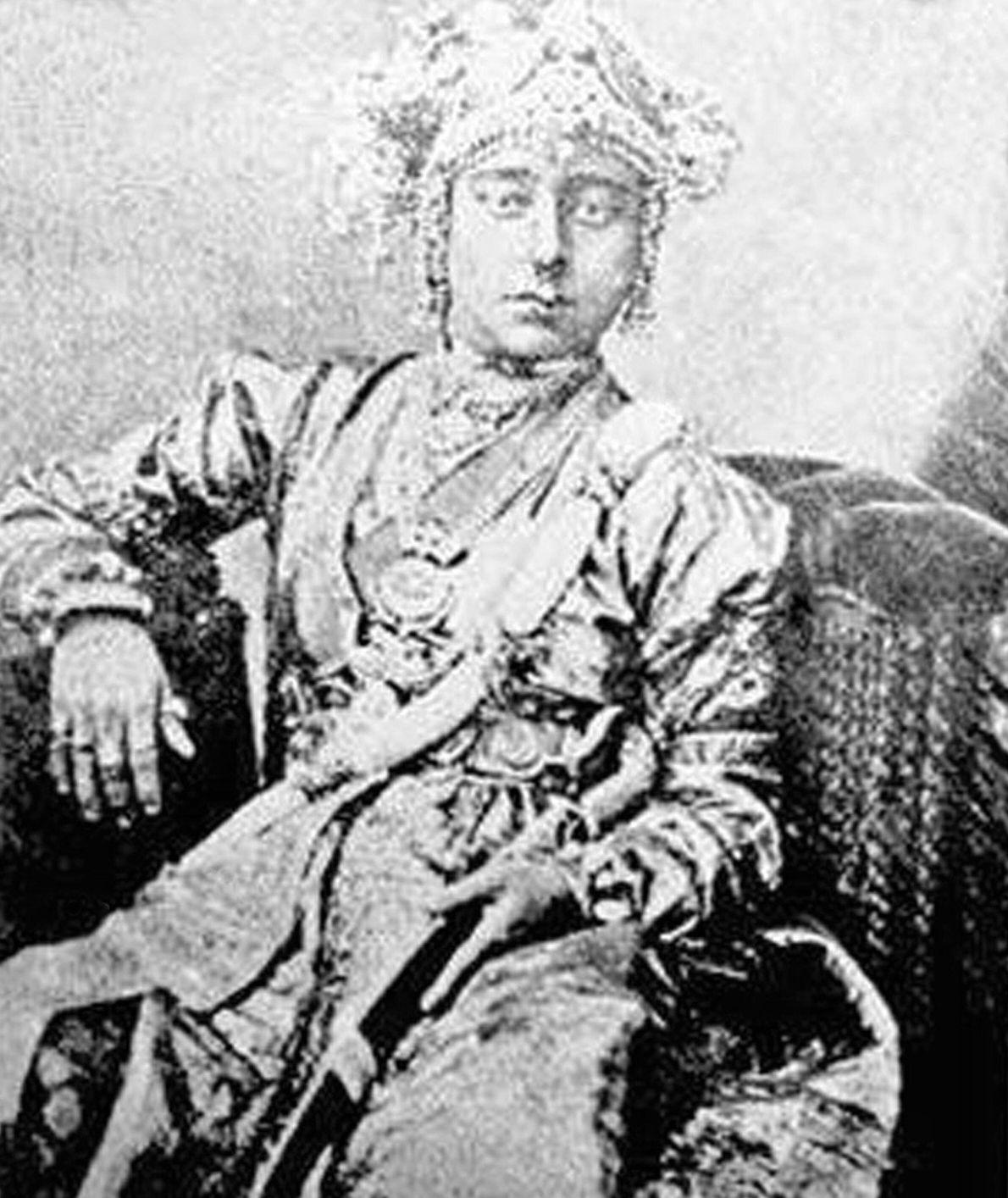 A defensora: Lakshmi Bai  Em 1853, o marajá, que não tinha filhos, de Jhansi, um estado principesco ...