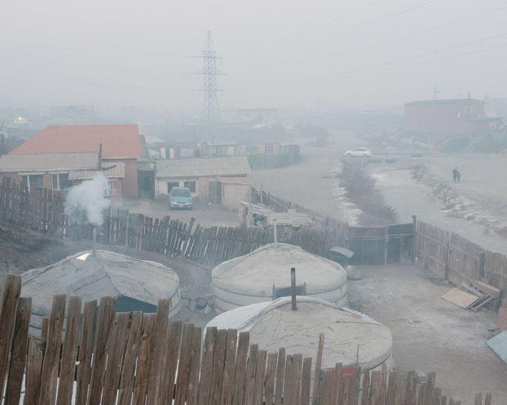 O ar do fim de tarde é espesso em Bayankhoshuu, um dos bairros mais poluídos da ...