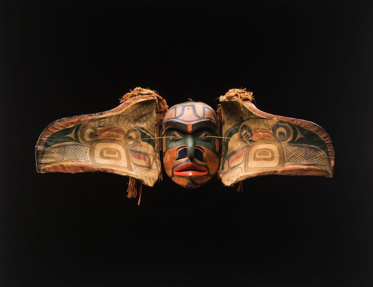 As máscaras de transformação usadas pelo povo Kwakwaka'wakw da Colúmbia Britânica durante cerimônias potlatch geralmente representam ...