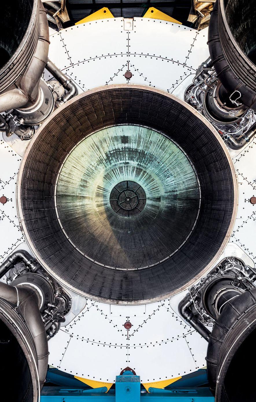 Cinco motores impeliam o estágio inicial do Saturno 5, que viabilizou quase todas as missões Apollo e conduziu os astronautas até a Lua. Os cinco propulsores geravam a energia de 85 usinas hidrelétricas como a de Hoover,no Rio Colorado.