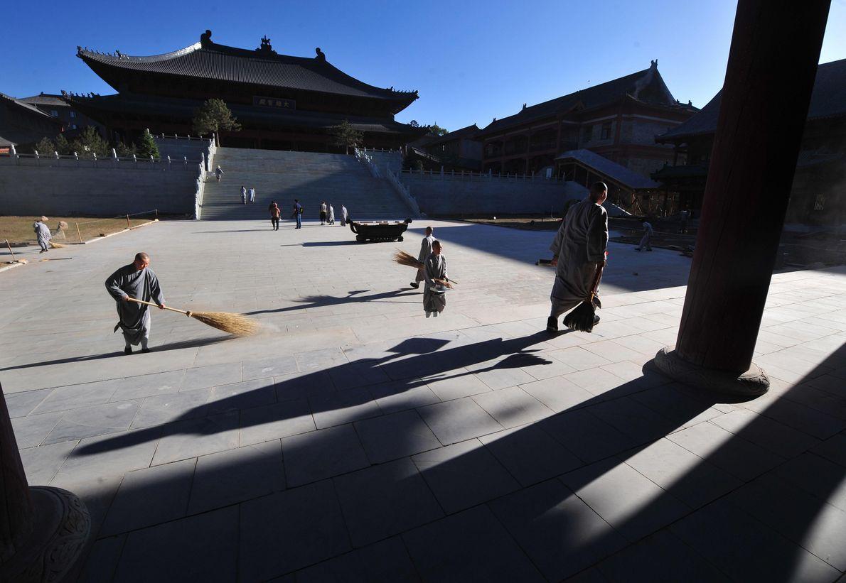 Nesta montanha, está o Templo de Foguang, maior edifício de madeira da dinastia Tang