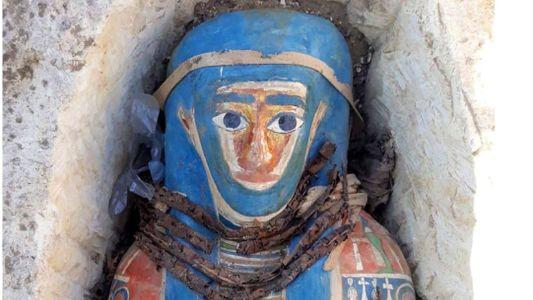 Descobertas múmias egípcias próximas a pirâmide muito mais antiga