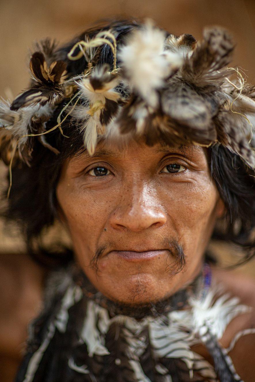 Takapen é um Awá que foi contatado pela primeira vez na década de 1990, mas prefere ...