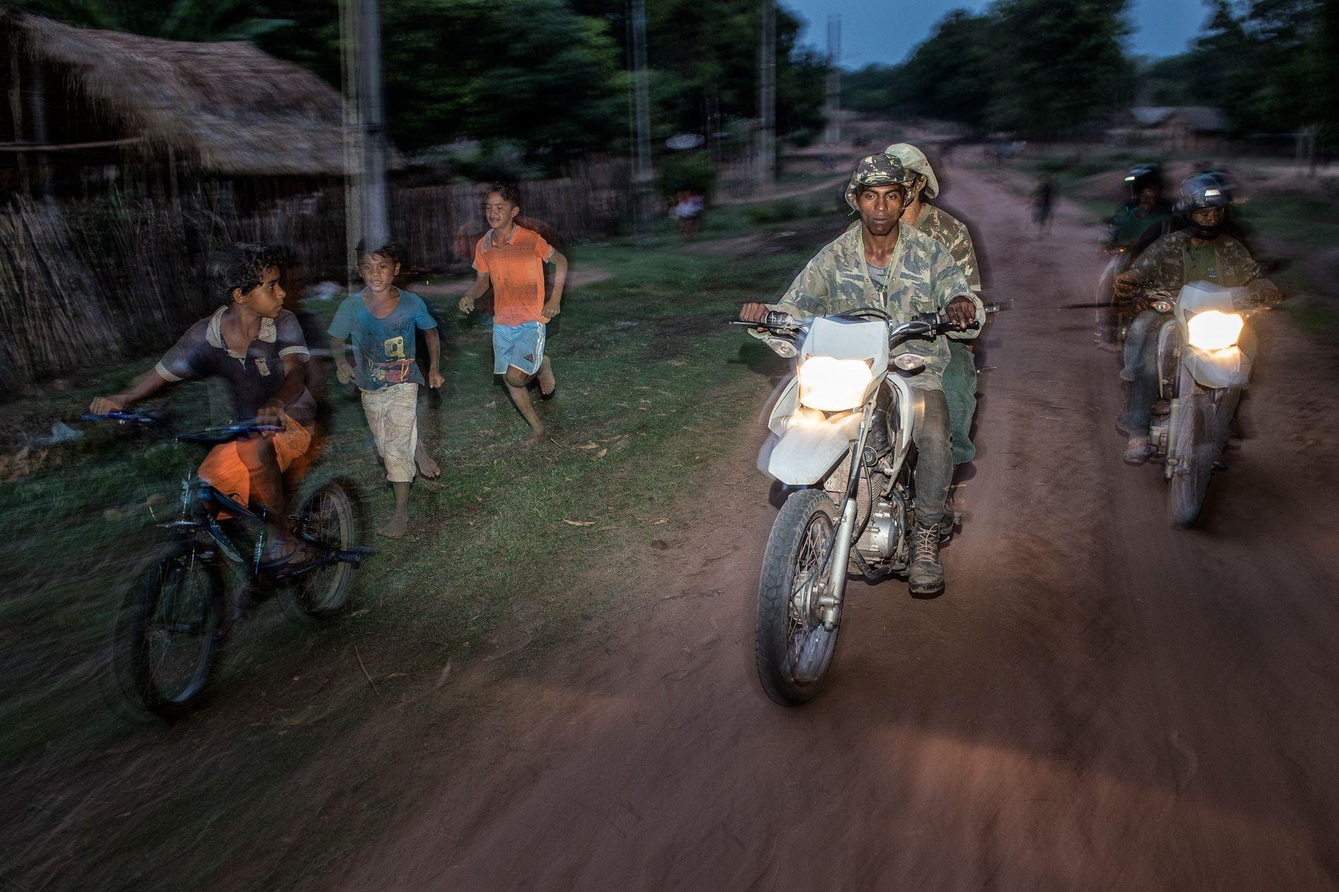Um grupo de Guardiões da Floresta Guajajaras patrulha o Território Indígena Arariboia, no estado amazônico do ...