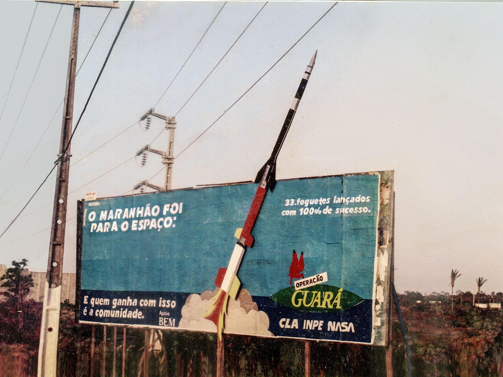 Em 1994, outdoor na avenida Carlos Cunha, em São Luís, capital do Maranhão, fazia propaganda do ...