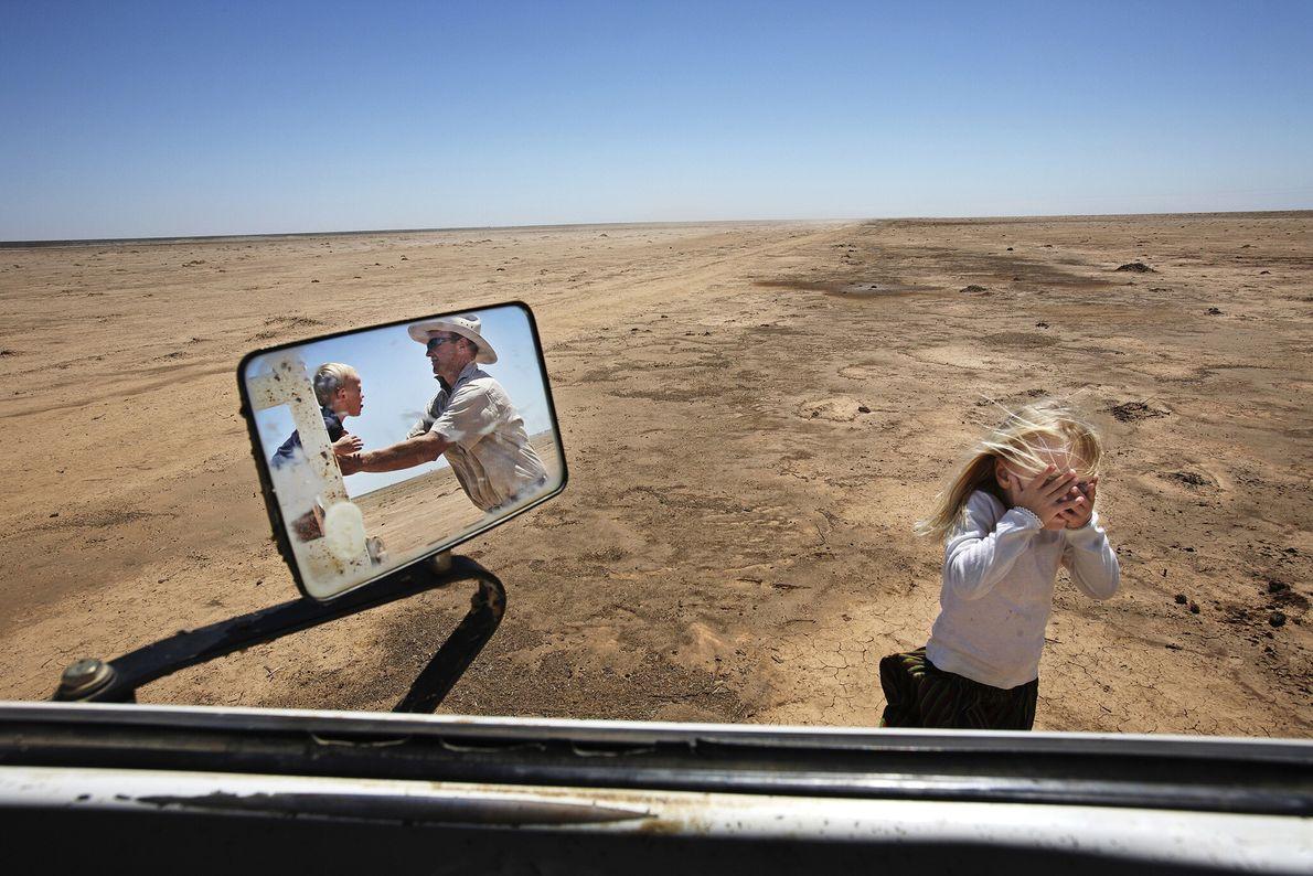 2008  O pecuarista Simon Booth costumava pastorear 250 cabeças de gado em sua fazenda no sudeste da ...