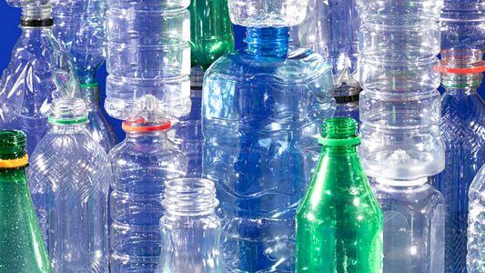 Tratado global para controlar poluição por plástico ganha força
