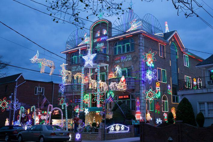 Casa de Nova York com luzes de Natal
