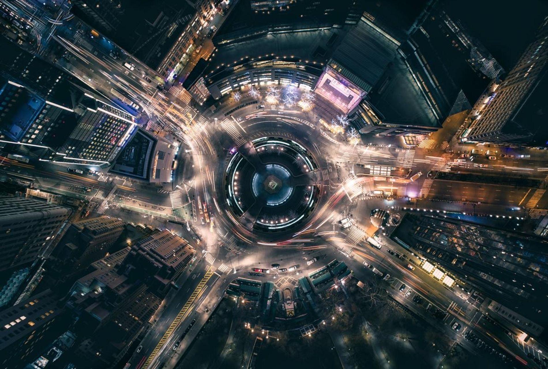 """Pulsos de tráfego através do Colombus Circle em Nova York: """"Parece quase um reator nuclear"""", observa Cummins."""