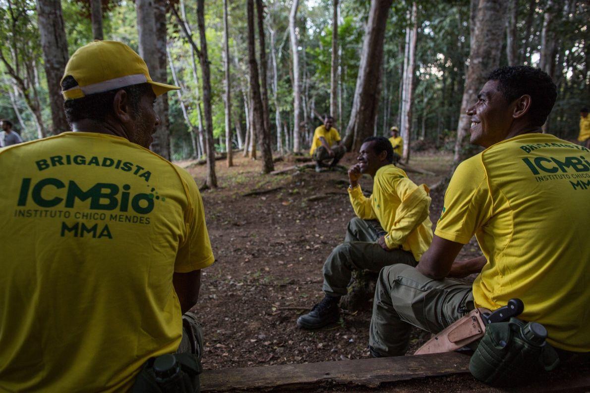 Brigadistas do ICMBio no Parque Nacional e Histórico Monte Pascoal. O órgão acredita que o turismo ...
