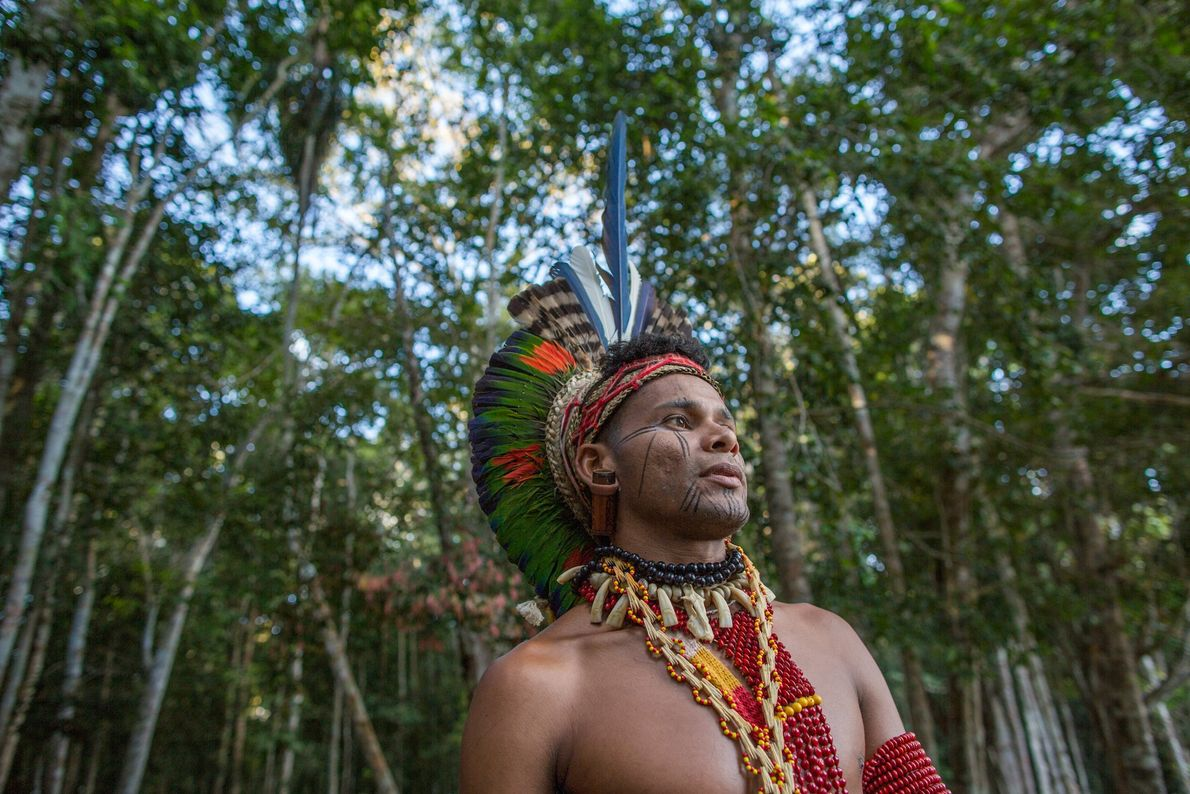 Tohõ Pataxó, um dos guias pataxós, posa para retrato no Parque Nacional e Histórico do Monte ...