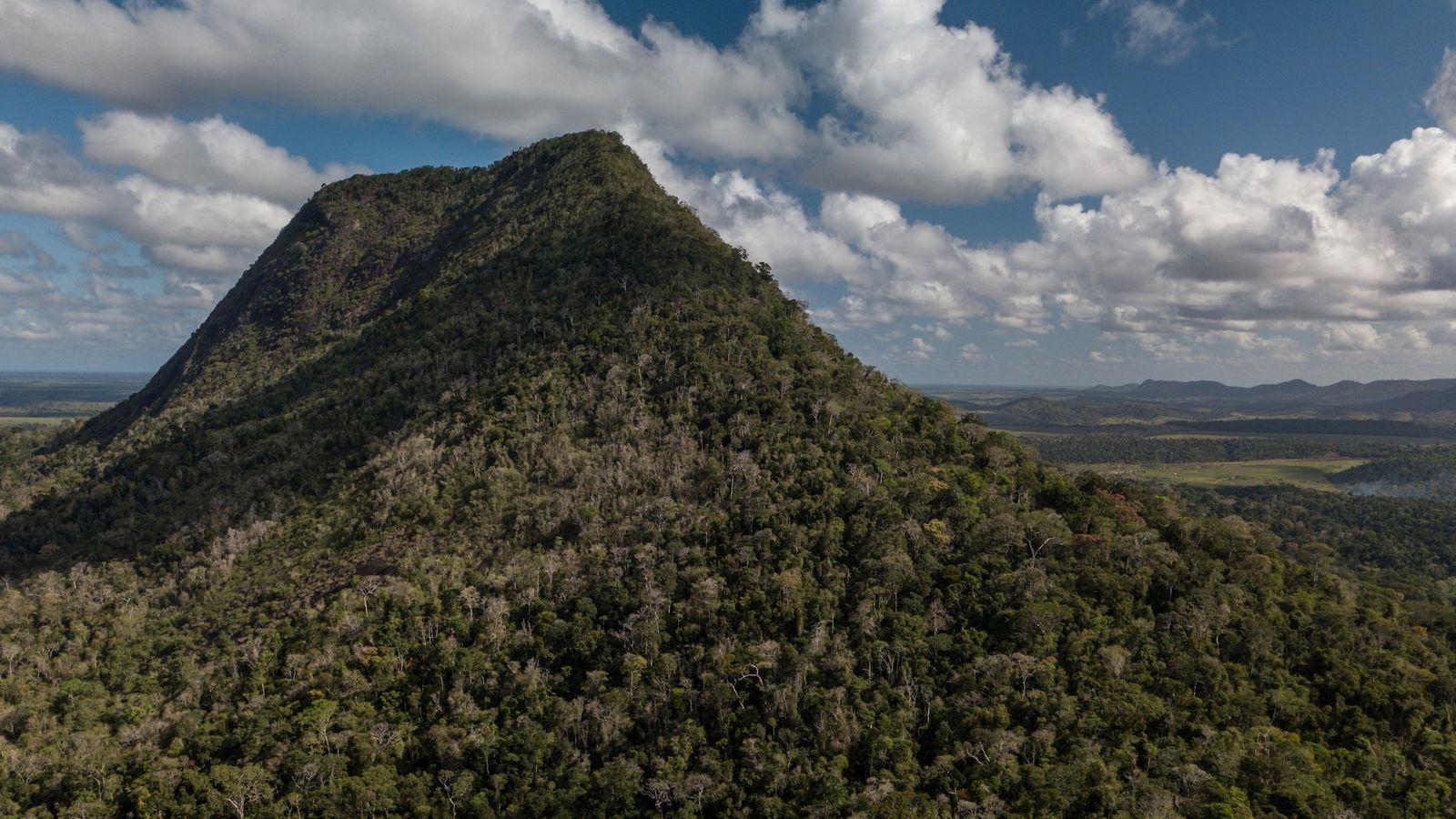 Com 536 metros de altura e primeiro pedaço de terra avistado pelos navegantes portugueses em 1500, ...