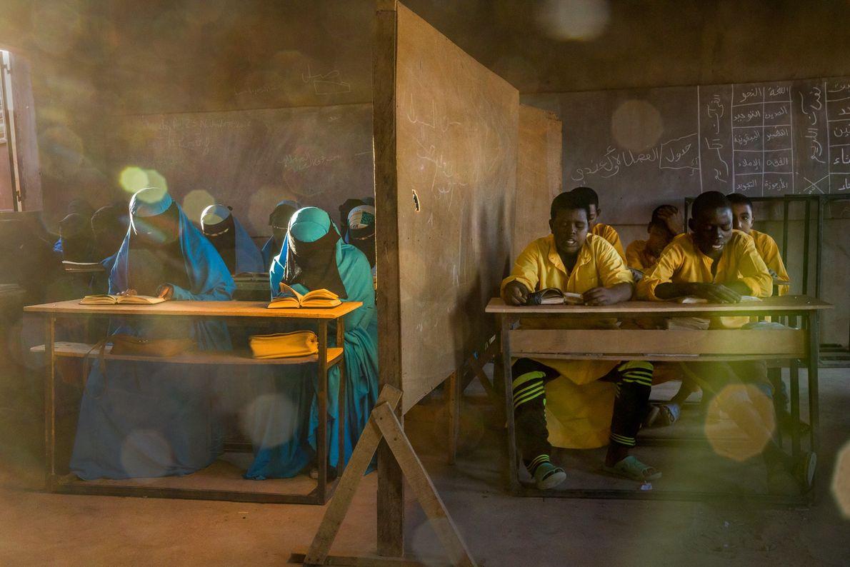 Em Agadez, no Níger, uma escola de Izala dá aulas a cerca de 1,3 mil alunos. ...