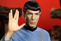 O ator Leonard Nimoy lançou a saudação vulcana na série de televisão Star Trek na década ...