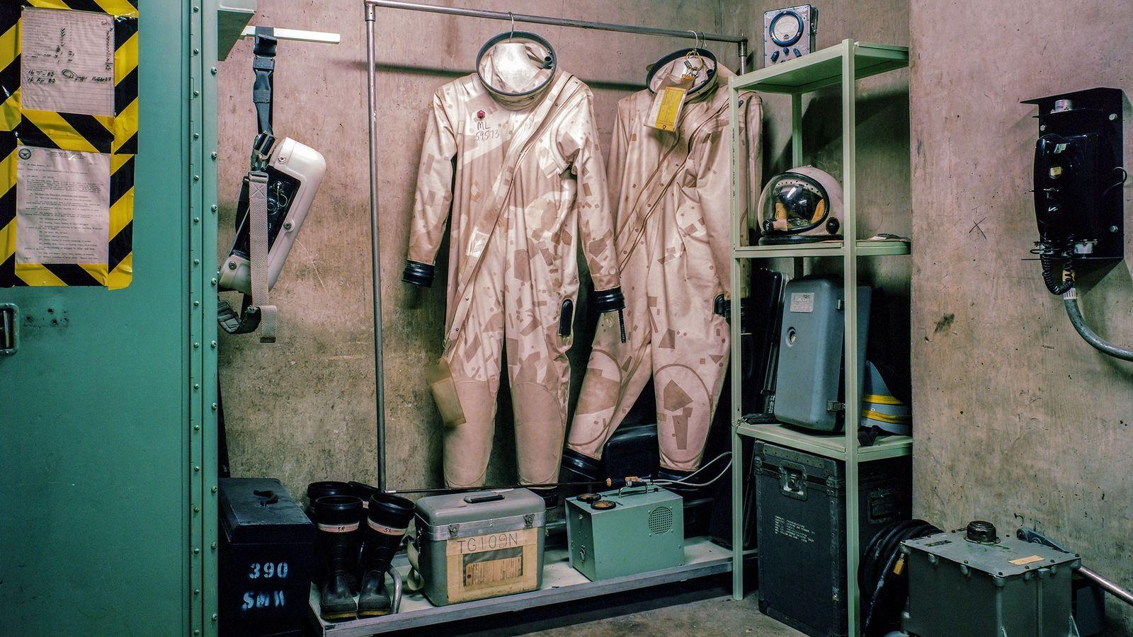 """Esses trajes protegiam os técnicos do Titan II contra o combustível de jato tóxico. """"Você meio ..."""