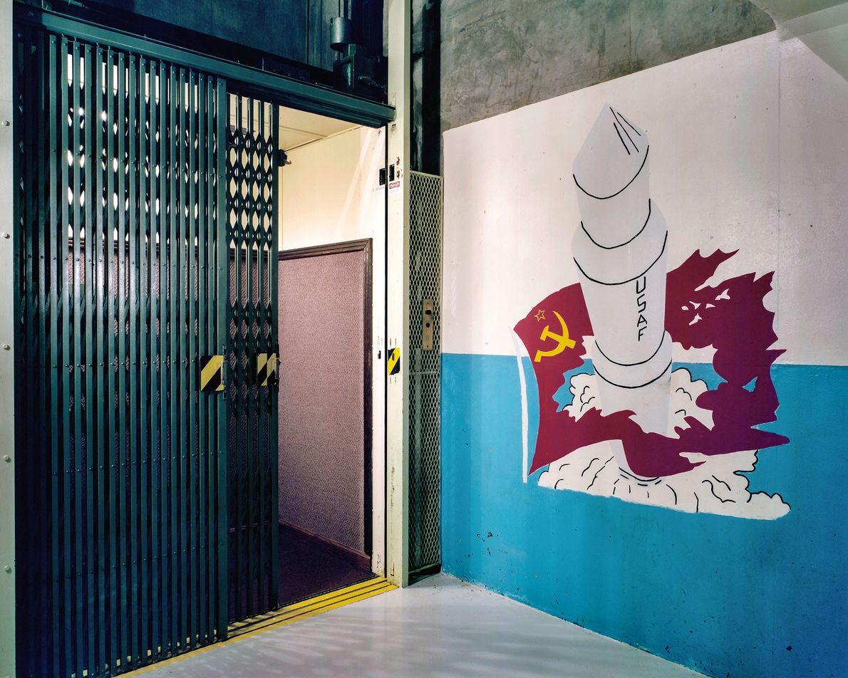 O elevador de três por cinco para o centro de controle subterrâneo Minuteman não foi construído ...