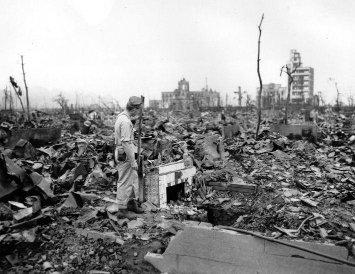 Em agosto de 1945, os Estados Unidos decidiram lançar suas armas nucleares recém-desenvolvidas nas cidades japonesas ...