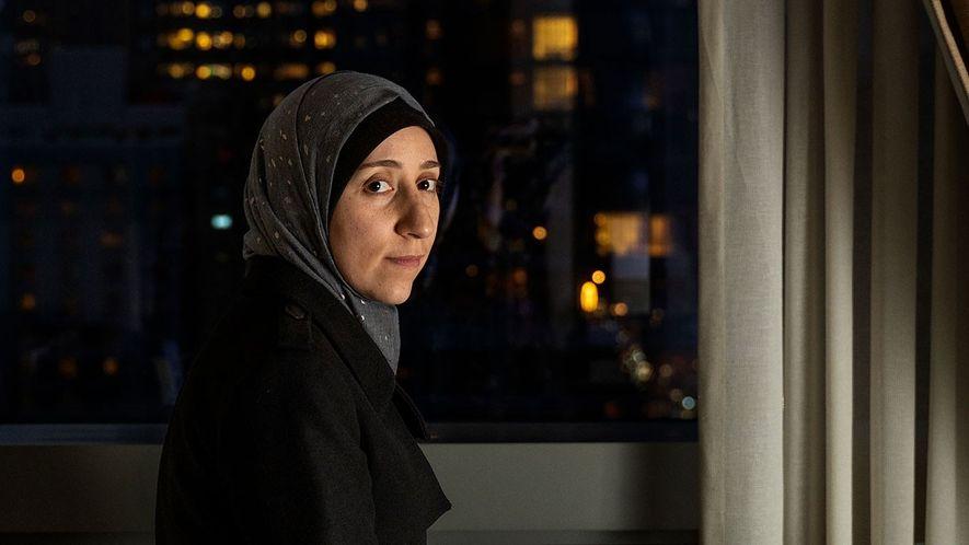 Depois de liderar um hospital subterrâneo durante a guerra civil síria, a médica Amani Ballour espera ...