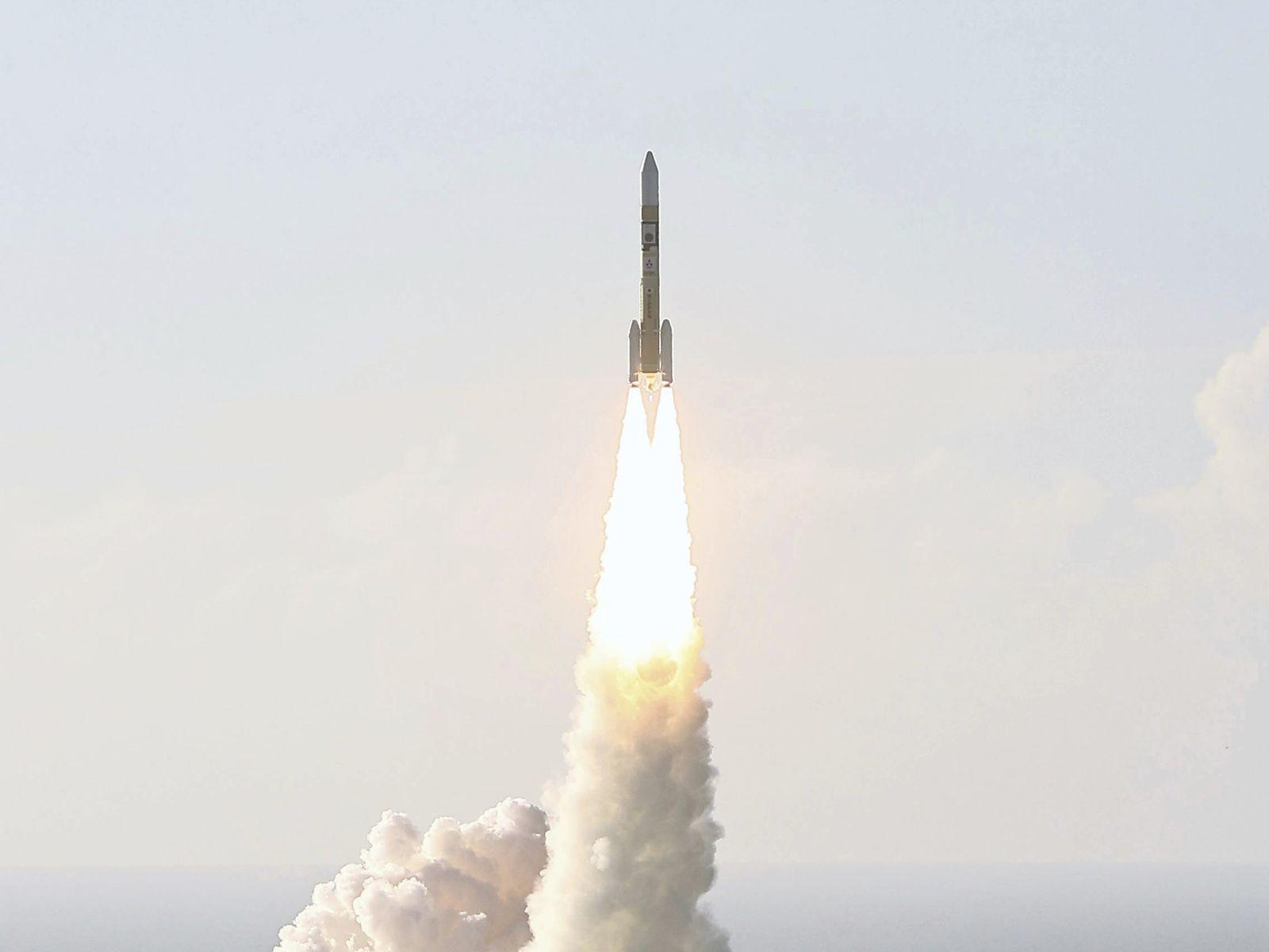 Um foguete japonês H-IIA decola com a espaçonave Hope, um orbitador de Marte desenvolvido pelo Centro ...