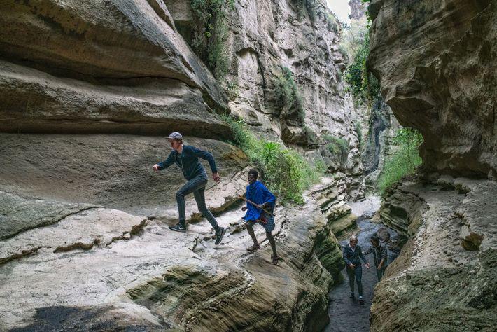 O Parque Nacional Hell's Gate fica próximo de dois vulcões, Longonot e Suswa.