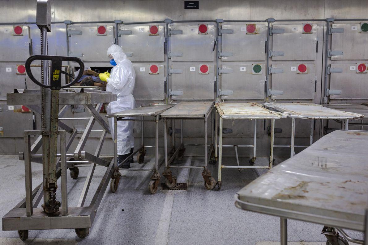 Os corpos das vítimas de Brumadinho ficavam acondicionados nestas geladeiras até serem identificados e retirados pelos ...