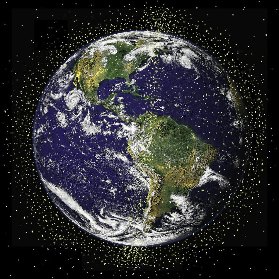 Dois grandes pedaços de lixo espacial quase colidiram em situação de 'alto risco'