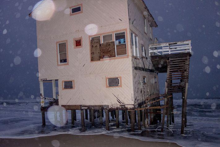 Levou anos para esta casa condenada ser demolida - além uma série de outras casas em ...
