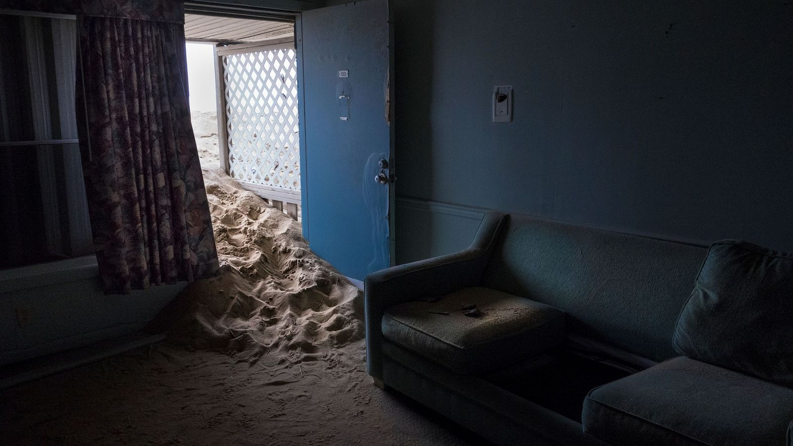 A areia invade o agora demolido Beacon Motor Lodge, em Nags Head, na Carolina do Norte. ...