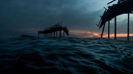 Veja fotos da comunidade que está sendo engolida pelo oceano