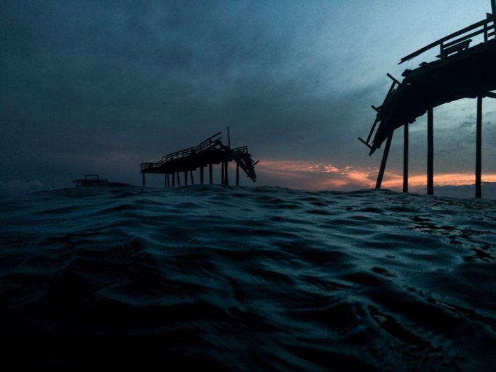 Quando o Cais de Pesca de Cape Hatteras foi inaugurado, em 1962, ele tinha 6 metros ...