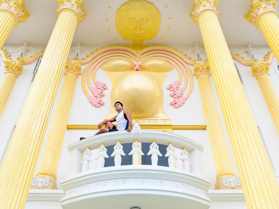 Conheça o palácio inspirado no Apocalipse