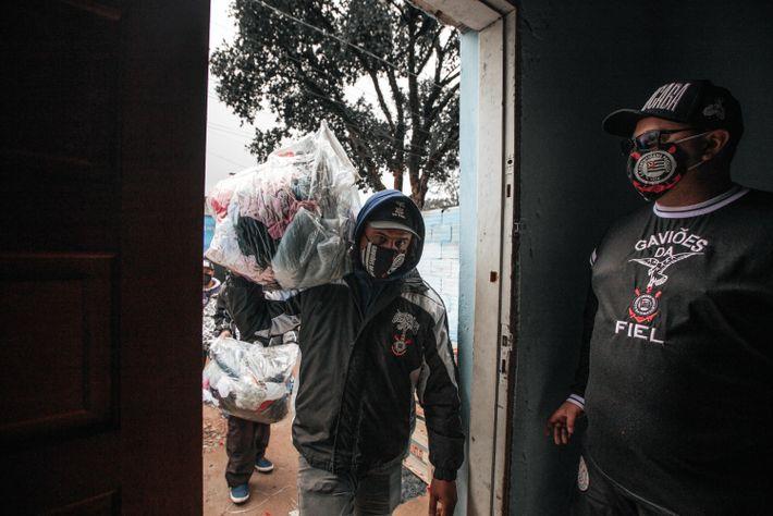 Departamento Social da Gaviões organiza doações em uma casa no Morro Doce, região noroeste da cidade de ...