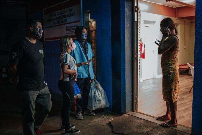 Voluntários levam doações ao Centro de Acolhida Especial para Mulheres Transsexuais, região central da cidade de ...