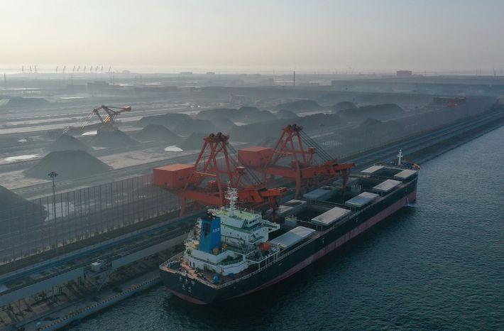 Um novo projeto de carvão inicia as operações no norte da China. Especialistas afirmam que essa ...