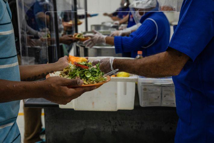Alimentos doados fazem a diferença na alimentação diária distribuída para pessoas em situação devulnerabilidade na zona ...