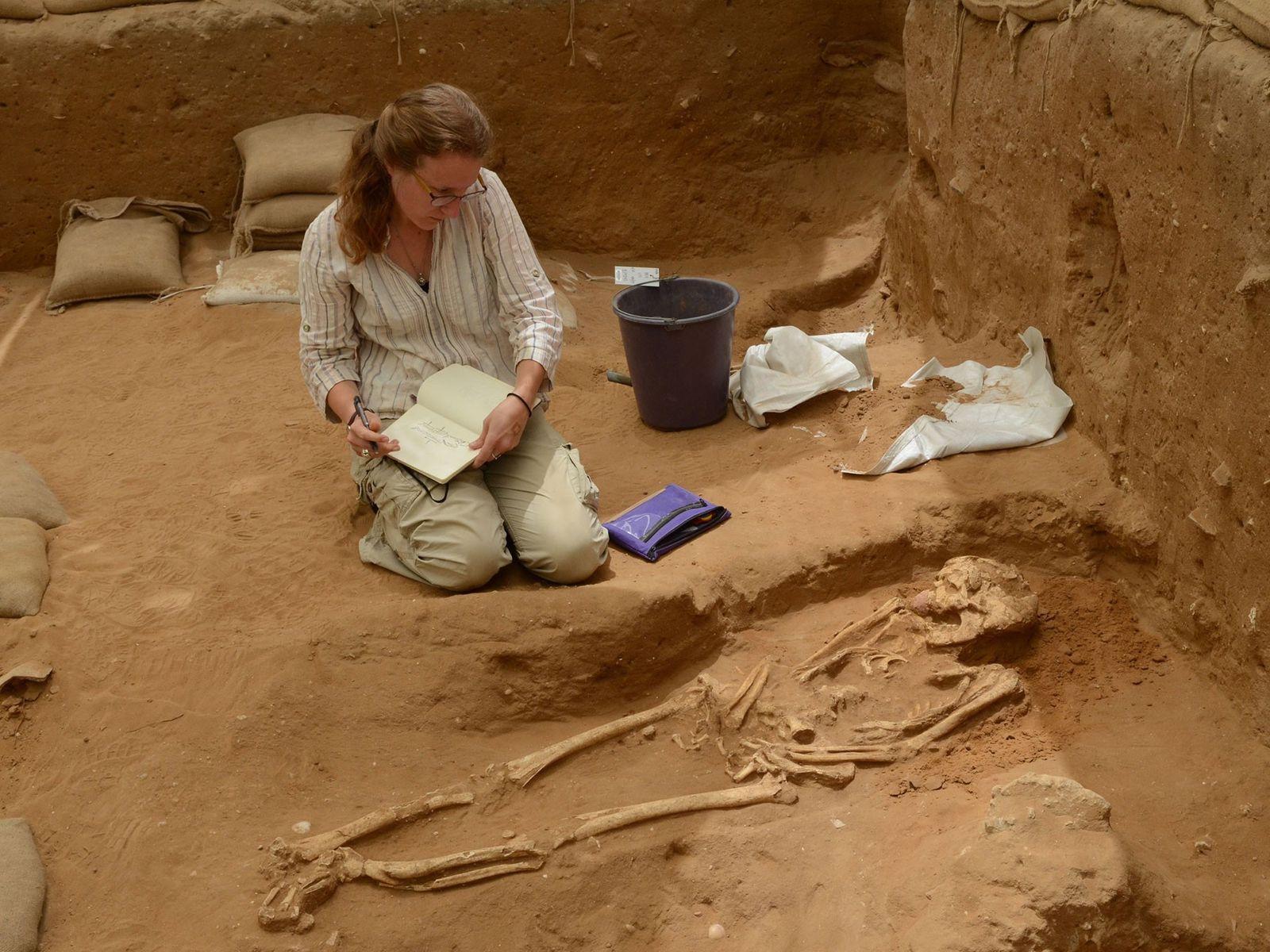 O DNA coletado em sepulturas dos séculos 10 a 9 a.C. no cemitério de Ascalão foi ...