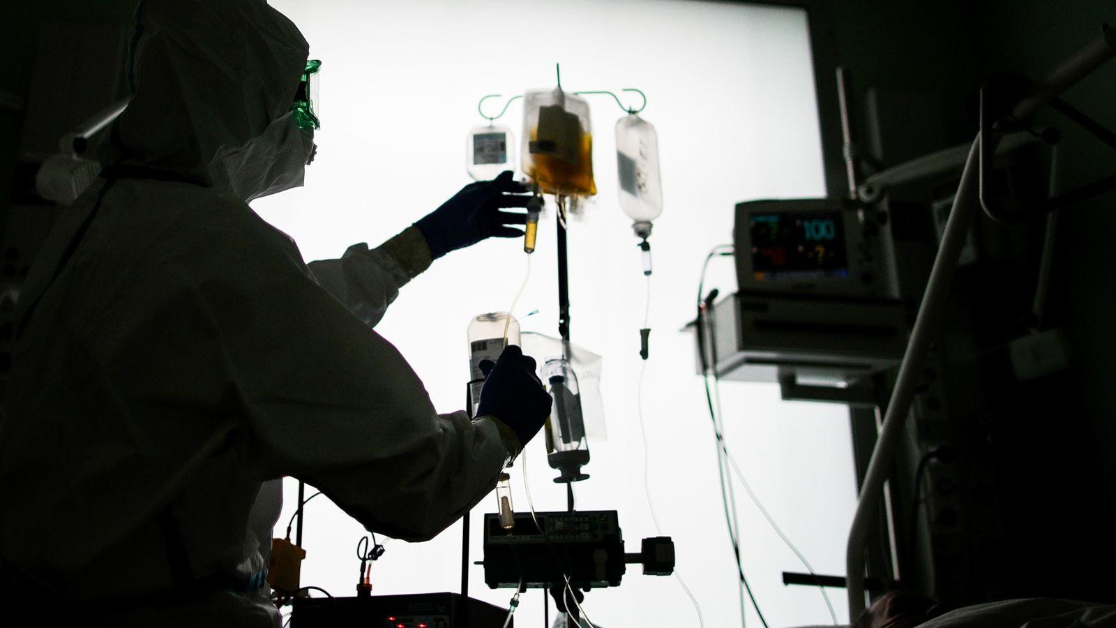 O plasma convalescente tem sido usado há mais de um século no combate a doenças infecciosas, ...