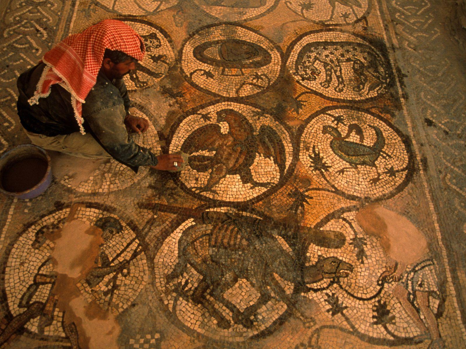 Imagem aérea examina um mosaico romano