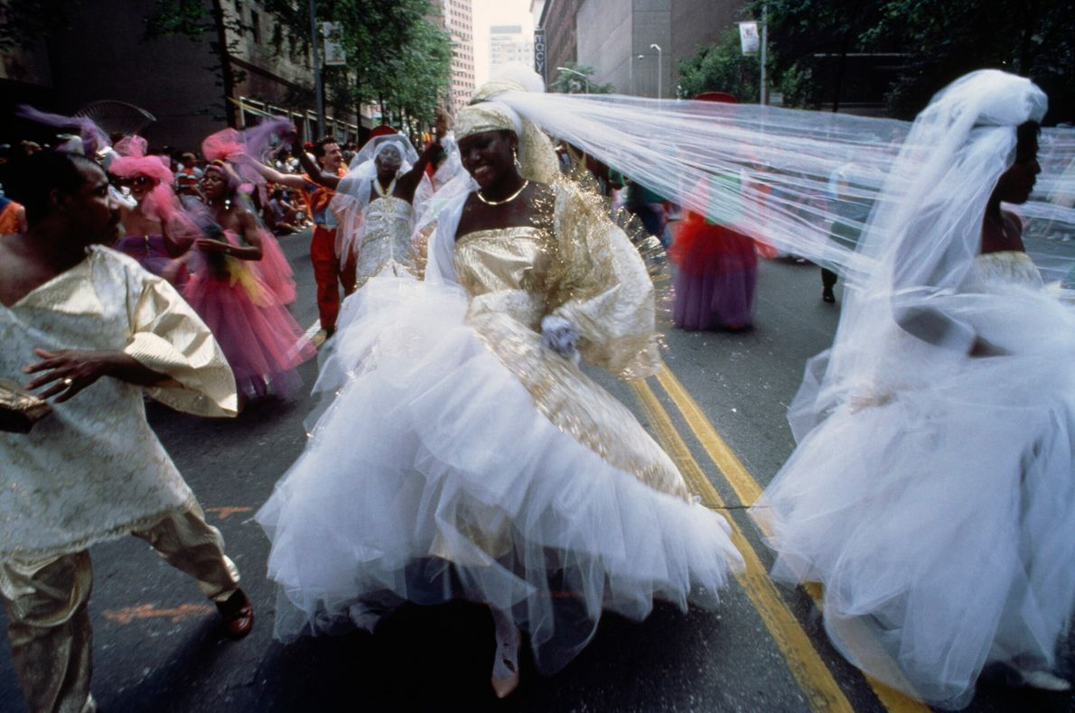 Foto de noiva em desfile de quatro de julho