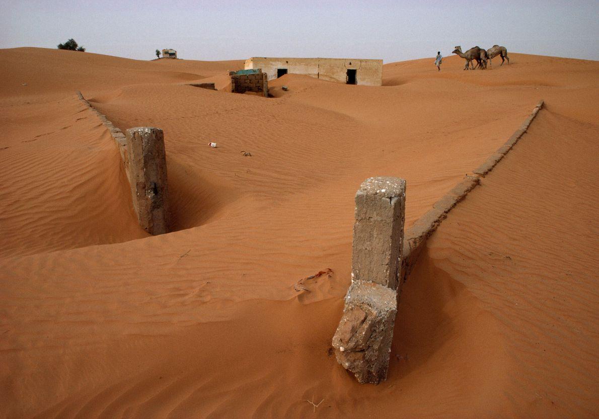 areia encobre paredes de concreto na Mauritania
