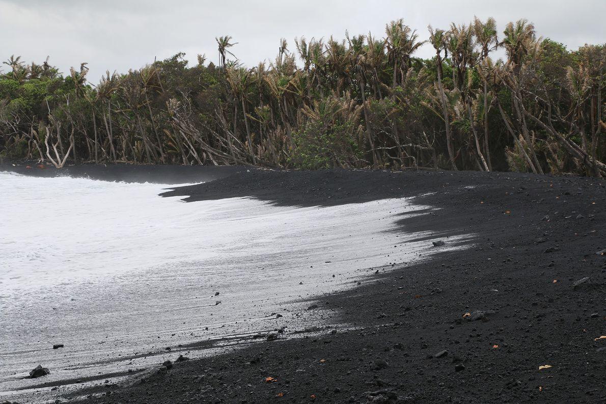 Praia recém-formada no Havaí já está poluída por microplásticos