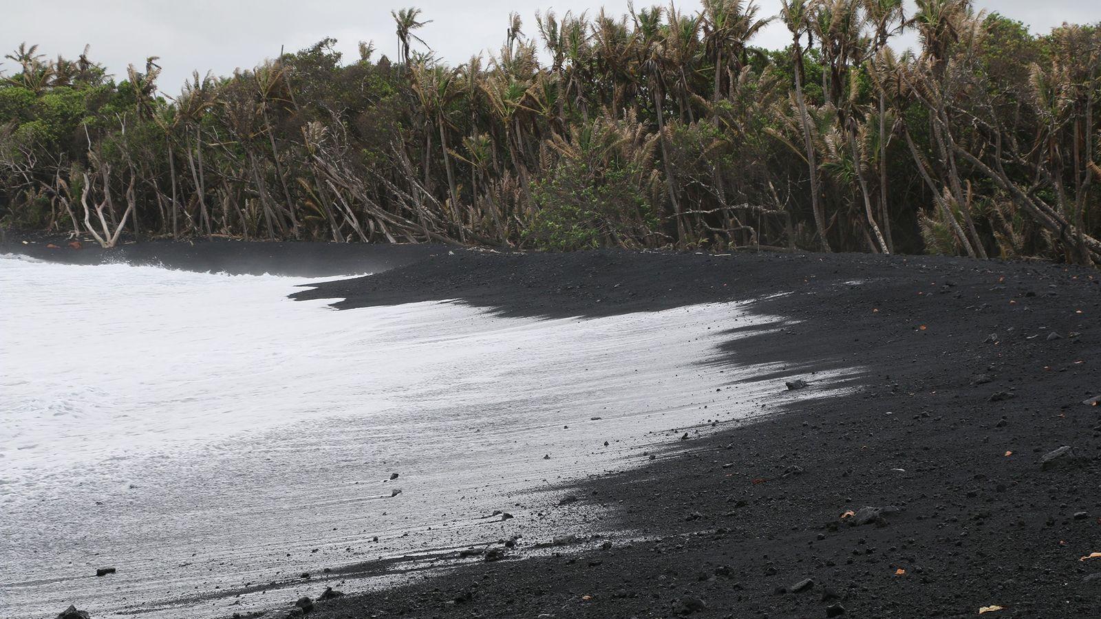 Uma foto da praia de Pohoiki tirada em setembro de 2018, um mês após a atividade ...