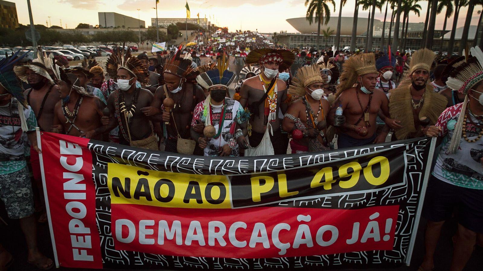 indigenas protestam esplanada dos ministerios