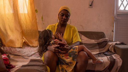 """""""Toda mãe solo é uma aldeia"""" – as mulheres e filhos que lutam para sobreviver à ..."""