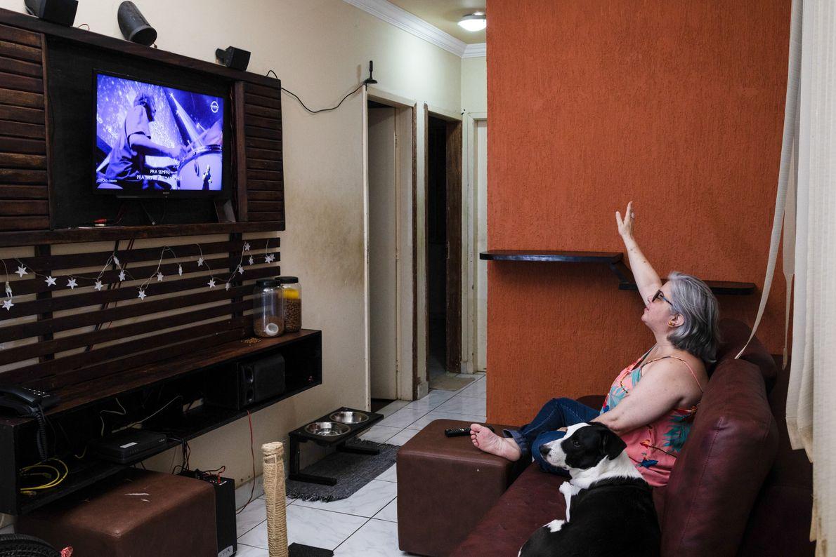 De Belo Horizonte, Minas Gerais, Lucília Cardamoni, 49, considera-se uma pessoa cristã que frequenta a igreja ...