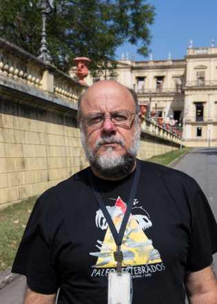 Sergio Alex Kugland de Azevedo é paleontólogo, professor e pesquisador da Universidade Federal do Rio de ...